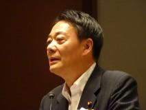 電機連合の大会であいさつする海江田代表