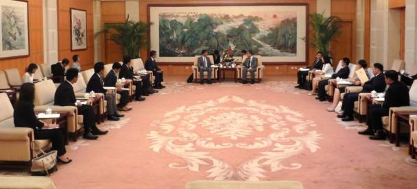 天津市委員会常務委員・崔津渡筆頭副市長をはじめ天津市幹部と会談