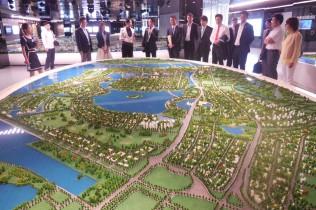 天津市規画展覧館 天津市の模型の前で