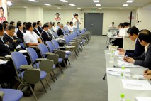 総支部長会議で発言する田名部匡代・青森3区総支部長