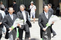 海江田代表、大畠幹事長 千鳥ケ淵戦没者墓苑を訪れて献…