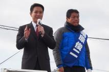 日吉津村内で湯原俊二候補への支持を訴える前原前衆院議…