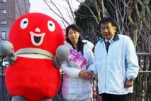枝野幹事長と固い握手