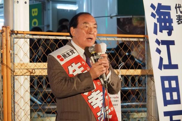 松戸駅前で演説する生方幸夫候補