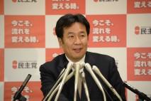 記者会見する枝野幹事長