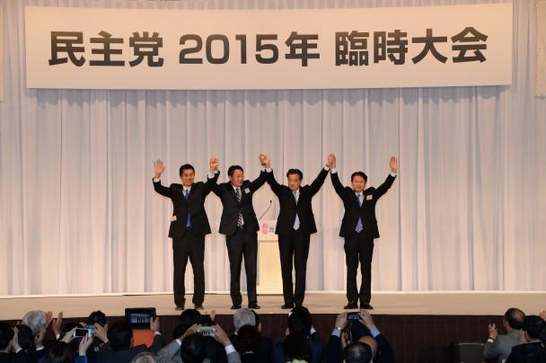 岡田新代表と長妻、細野両候補者と海江田前代表があいさつ