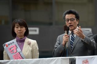 守屋候補の応援演説をする岡田代表