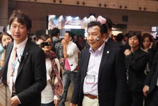 枝野幹事長は「ニコニコ超会議」を満喫