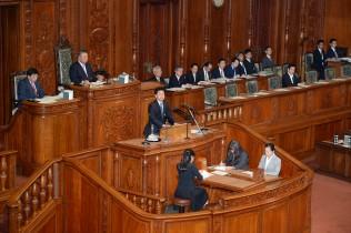派遣法改悪に断固反対の討論を行う山井議員