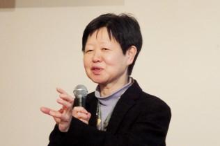 特別講演をする大沢真理東京大学社会科学研究所教授