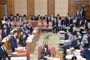 外交問題で安倍内閣を追及する緒方議員