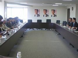 ネパール超党派国会議員一行、党本部を表敬